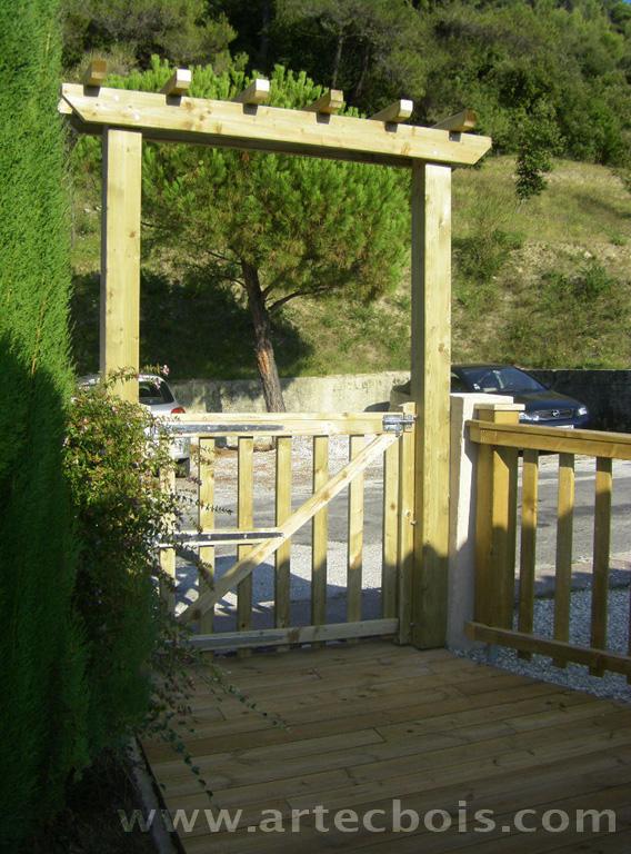 Artecbois terrasses en bois et amenagements exterieurs en for Portillon bois exterieur